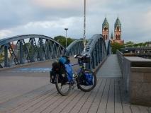 mein Rad vor der Wiwilíbrücke