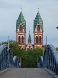 Freiburg: Wiwilíbrücke, Herz-Jesu-Kirche