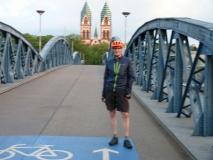 ich vor der Wiwilíbrücke