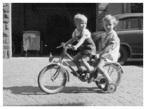 Fahrradkarriere_002_(Sommer 1959)_crop_border